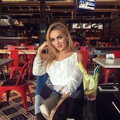 девушка Таня (Петербург)